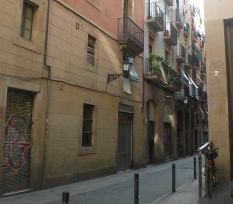 סימטה בברצלונה שמזכירה לי את חיפה התחתית או את יפו